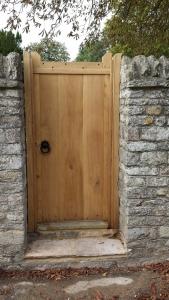 Oak Side Gate